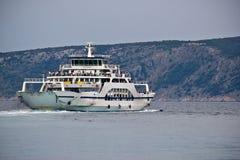 亚得里亚海的小船cres克罗地亚轮渡 图库摄影
