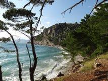 亚得里亚海的海岸在克罗地亚,马卡尔斯卡里维埃拉 免版税库存照片