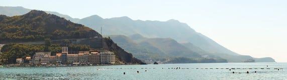 亚得里亚海的海岸酒吧的风景,黑山 库存图片