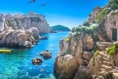亚得里亚海的海湾在杜布罗夫尼克,克罗地亚 免版税库存图片
