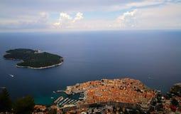 亚得里亚海的老镇的美丽的景色 免版税库存照片