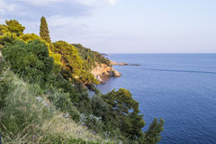 亚得里亚海 日落 从岩石的一个看法 图库摄影