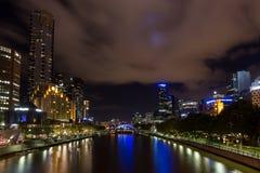 亚拉河在晚上在墨尔本 免版税图库摄影