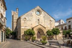 亚松森广场的圣迪奥尼西奥教会赫雷斯de la的弗隆特里,西班牙 免版税库存图片