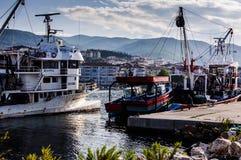 亚洛瓦土耳其渔船接近的渔夫海湾  免版税库存照片
