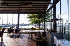 亚洛瓦小游艇船坞马尔马拉-土耳其的餐馆和海口 免版税库存图片