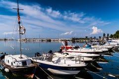 亚洛瓦马尔马拉-土耳其的小游艇船坞和海口 免版税库存照片