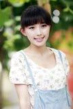 亚洲其次室外门的女孩 免版税图库摄影