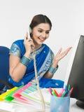 亚洲办公室妇女工作 免版税库存照片