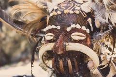 亚洲图腾可怕木面具  礼节雕塑头  狂欢节装饰 Trible标志 古老宗教面具 免版税库存照片