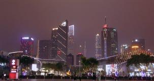 亚洲城市在晚上 夜生活在大都会,人步行在公园 影视素材