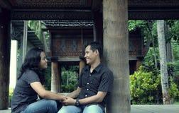 亚洲夫妇室外东南部 免版税库存图片