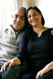 亚洲夫妇愉快地结婚的一起放松 免版税库存照片