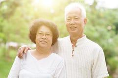 亚洲夫妇愉快的前辈 免版税库存照片