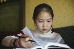 亚洲女孩学习 免版税图库摄影