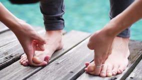 亚洲妇女实践瑜伽姿势常设手抓住脚趾关闭  免版税库存图片