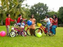 亚洲孩子停放使用 免版税图库摄影
