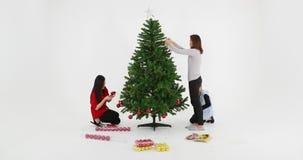 亚洲家庭装饰圣诞树 股票视频