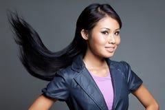 亚洲异乎寻常的头发长的柔滑的妇女 免版税图库摄影