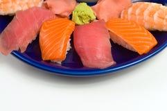 亚洲正餐鱼原始的三文鱼虾寿司金枪&# 免版税库存照片