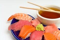 亚洲正餐鱼原始的三文鱼虾寿司金枪&# 免版税图库摄影