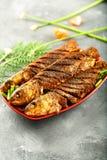 亚洲烹调,烤鱼用异乎寻常的香料 免版税库存照片