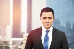 亚洲生意人微笑的年轻人 图库摄影