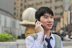 亚洲生意人移动电话 免版税库存照片