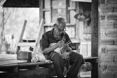亚洲生活老人祖父伯父 免版税库存照片