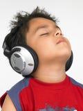 亚洲男孩耳机 库存图片