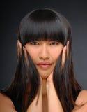 亚洲美好的秀丽典雅的射击妇女 免版税库存照片
