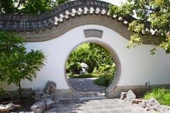 亚洲花园大门 免版税库存图片