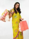 亚洲袋子她的购物妇女 免版税库存图片