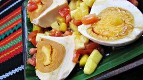 亚洲被盐溶的纤巧蛋红色沙拉 免版税库存图片