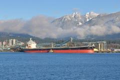 亚洲货船在温哥华海口 库存图片