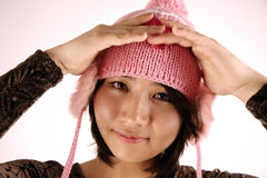 亚洲逗人喜爱女孩帽子佩带 免版税库存照片