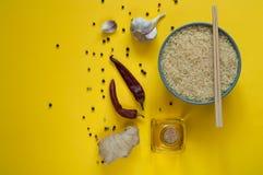 亚洲食品成分、香料和调味汁在黄色背景 免版税图库摄影