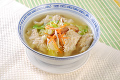 亚洲饺子汤 免版税库存照片