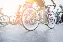 亚洲骑自行车者赶走在路的路自行车 库存图片
