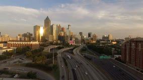 亚特兰大乔治亚高峰时间交通黄昏街市城市地平线 股票录像