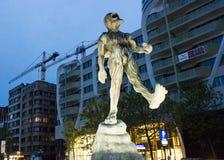 亚特兰提斯雕塑的人在滑铁卢大道的 比利时布鲁塞尔 库存照片