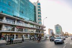 亚的斯亚贝巴,埃塞俄比亚, 2014年1月30日,下来现代大厦 免版税库存照片