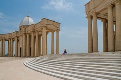 亚穆苏克罗,象牙海岸- 2014年2月01日:我们的夫人和平,非洲基督徒大教堂著名地标大教堂  库存图片