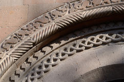 亚美尼亚寺庙, Ejmiadzin修道院花卉装饰曲拱边界  库存照片