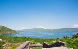 亚美尼亚秋天sevan日的湖 库存图片
