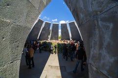 亚美尼亚种族灭绝纪念复合体亚美尼亚4月24日2015年,耶烈万 免版税库存图片