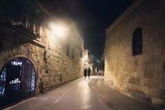 亚美尼亚耶路撒冷季度 人们的去耶路撒冷以色列夜老  图库摄影