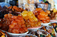 亚美尼亚语干甜果子在市场上 免版税库存照片