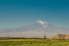 亚美尼亚khor修道院virap 背景的亚拉拉特山 探索的亚美尼亚 旅游业,旅行概念 大横向山山 宗教landma 图库摄影