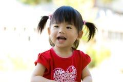 亚裔中国逗人喜爱的女孩一点 免版税库存照片